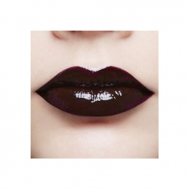 Lip Paint Infaillible Lacquer - 110 Dracula Blood bouche