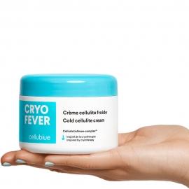 Crème cellulite froide Cryo Fever Cellublue pot dans une main
