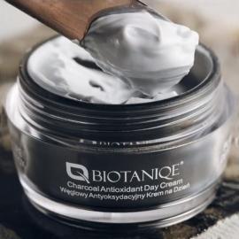 Crème de jour antioxydante au charbon Biotanique texture crème