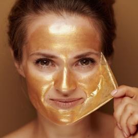 Masque peel-off Sparkly gold X5 sence appliqué sur le visage