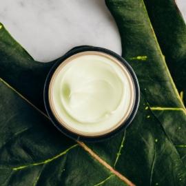 Crème de jour réparatrice anti-rides CBD oil Biotanique texture