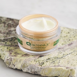 Crème masque anti-rides nuit CBD oil Biotaniqe texture crème